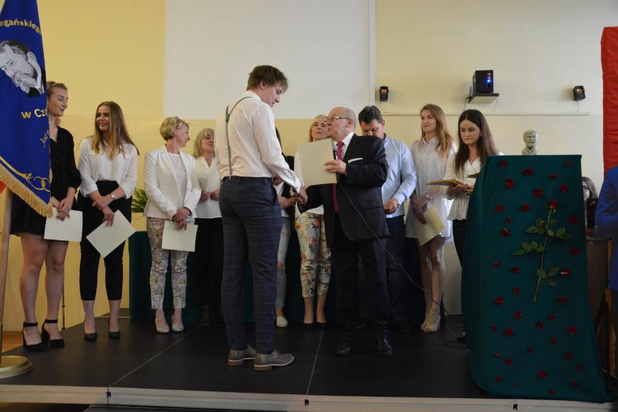 Uroczystość wręczenia świadectw w klasach trzecich